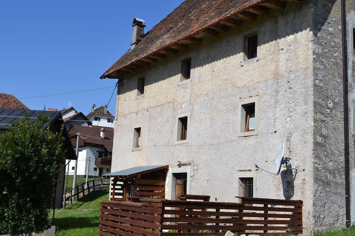Antica casa con vista a Prato Carnico-Sostasio