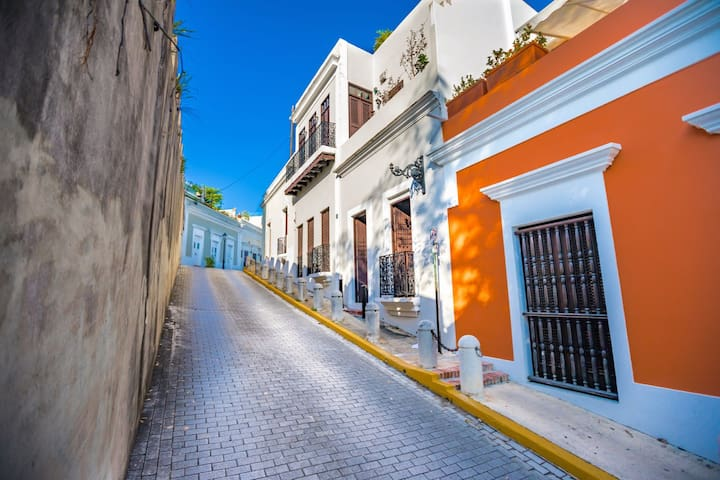 Casa Colonial | Ideal for complete privacy and for a longer term rental to social distance in the Ca