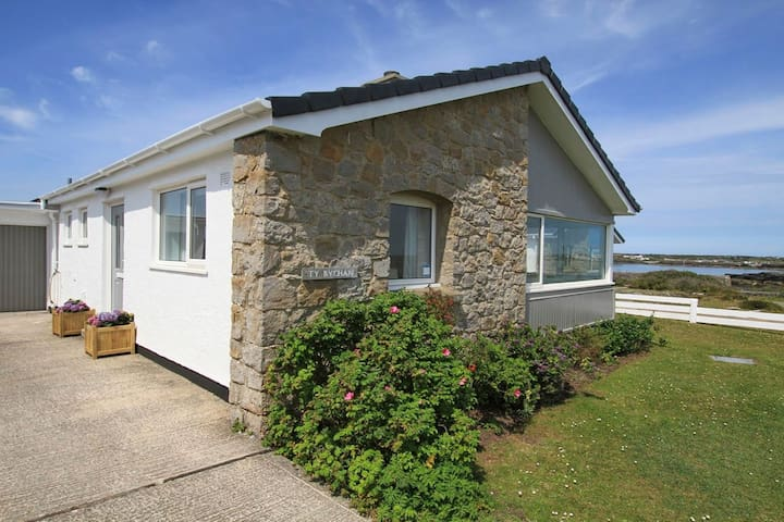 TY BYCHAN - SEA VIEW - 4 BED BUNGALOW-RAVENSPOINT