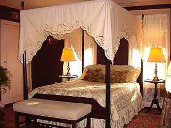 Prince Octavius Room at Chester House Inn