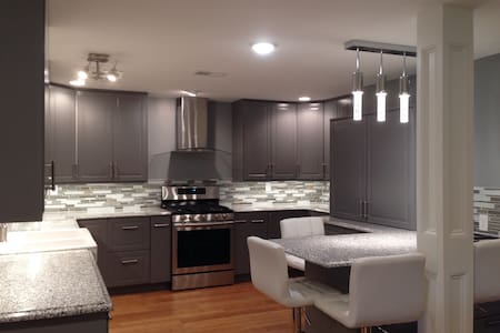 Luxury 2Bed/2Bath Private Entry/ Great Value! - Leawood - อพาร์ทเมนท์