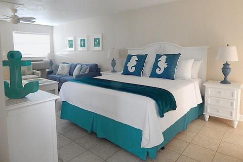 Ocean Oasis - Steps to Ocean and Pool Key Colony