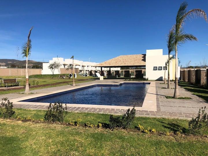 Hermosa casa nueva al sureste de León, Gto.