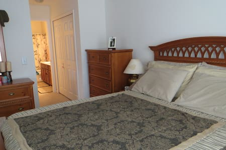 Lovely room close to beach and town - Charleston