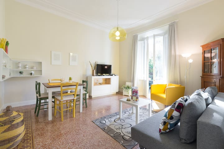Renovated cozy apt with veranda - Florència - Pis