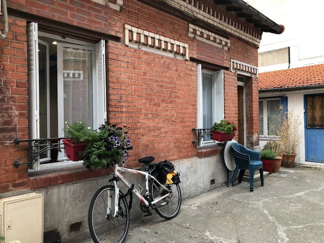 NICE SMALL HOUSE  FULLY EQUIPPED - CLOSE TO METRO