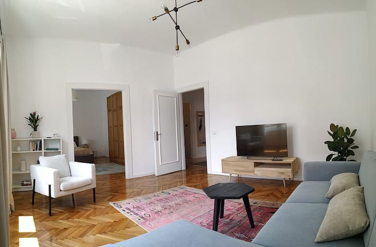 Central 2 rooms apartment * 80sqm * courtyard