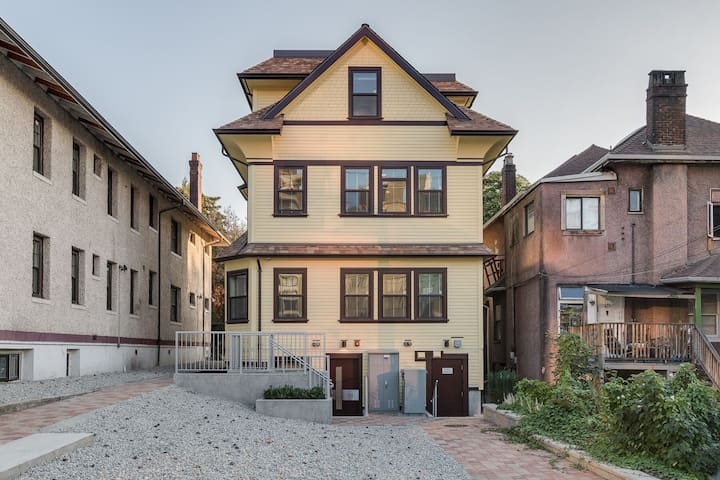 Renovated Townhouse in the West-End