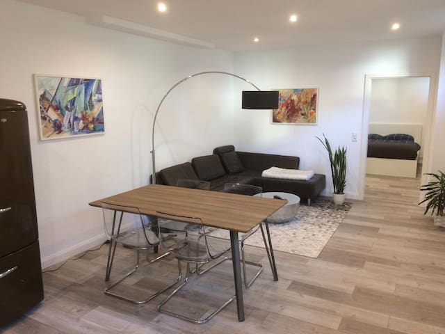 Zentrales Souterrain Apartment mit WLAN & NETFLIX