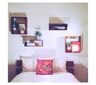 Trendy Silverlake Designer Home - Ev