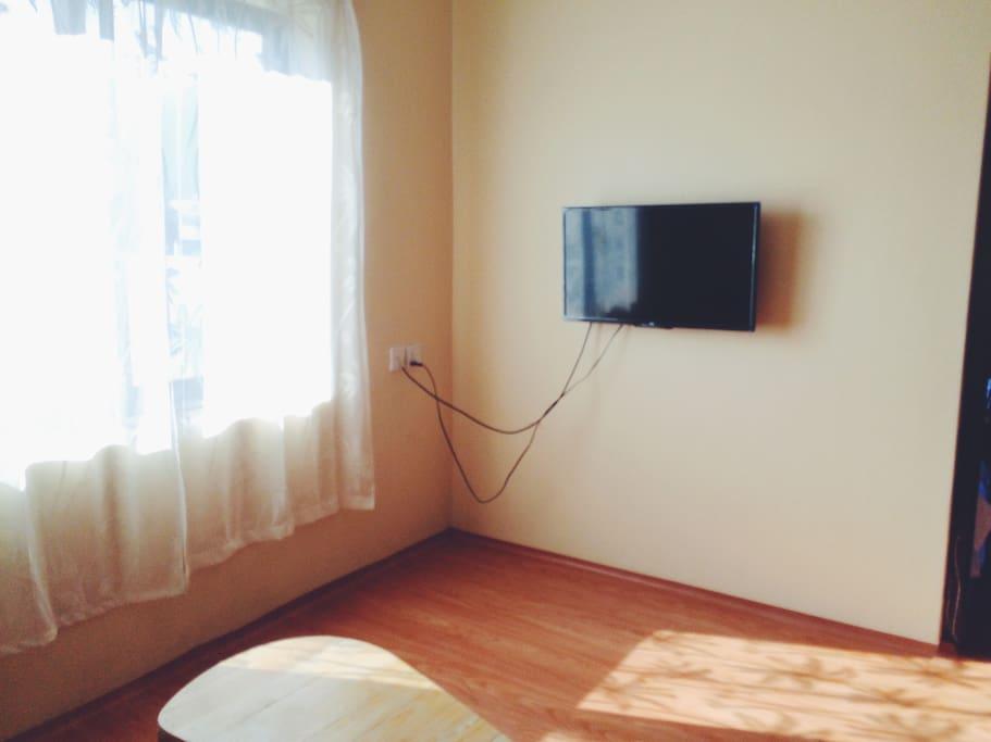 TV in the living room客厅里有电视