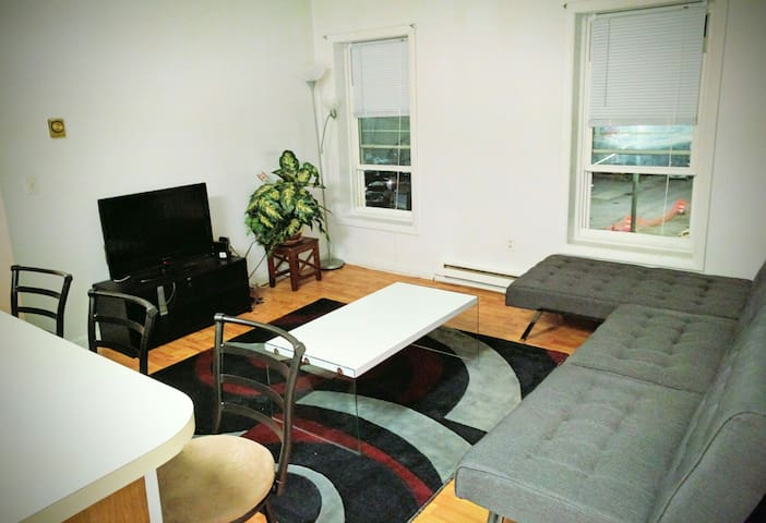 Whole Apartment Downtown by Ferry - New London - Apartment
