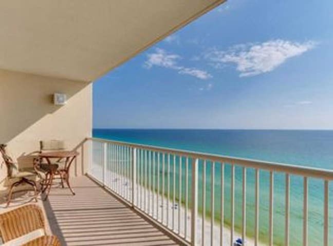 Beautiful Condo w/ Stunning, Panoramic Views + Pool/Hot Tub!
