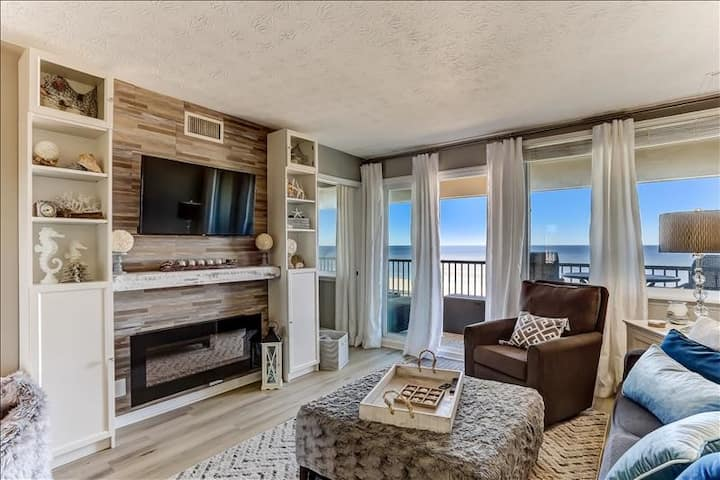 301 Coral Sands: Ocean front, beautifully appointed, private balcony.