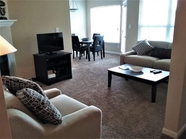 Corporate 2-BDR Apt in a Great Location!