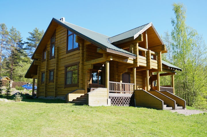 """Гостевой дом """"Red Lake Ski Chalet"""""""
