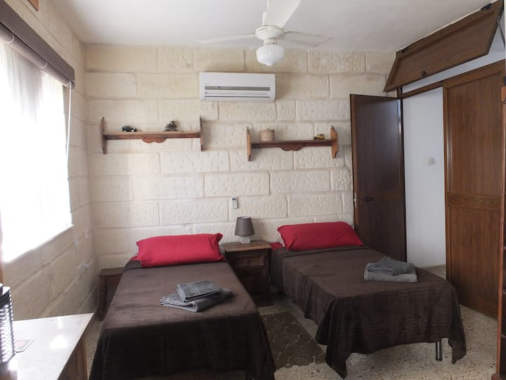 Bedroom in Villa,Quiet area, Includes Breakfast.