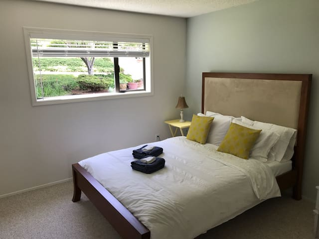 Forest Room - Charming Chemainus