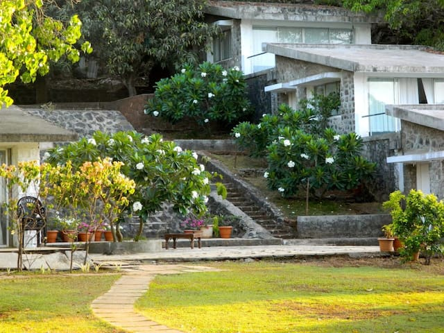 Sea Facing Villa Near Alibagh - Murud - Nature lodge