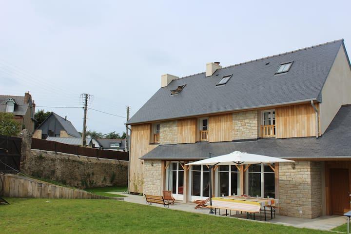 Loue maison d'architecte, 10p, prox bourg et plage