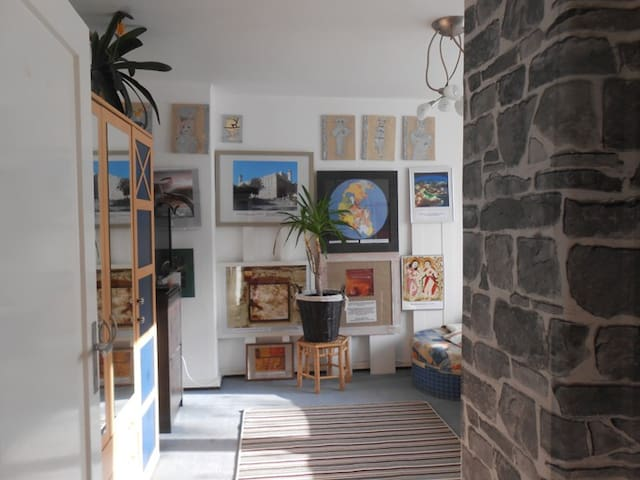 1 zimmer wohnung 10 min bis frankfurt zentrum wohnungen. Black Bedroom Furniture Sets. Home Design Ideas