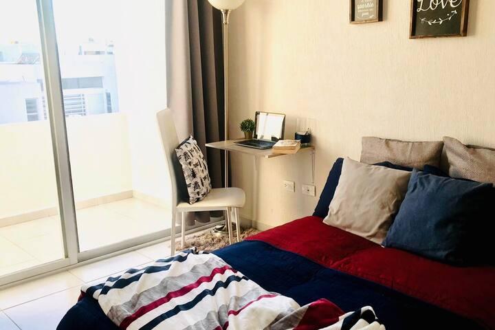 Encantadora habitación y terraza diseñada para ti