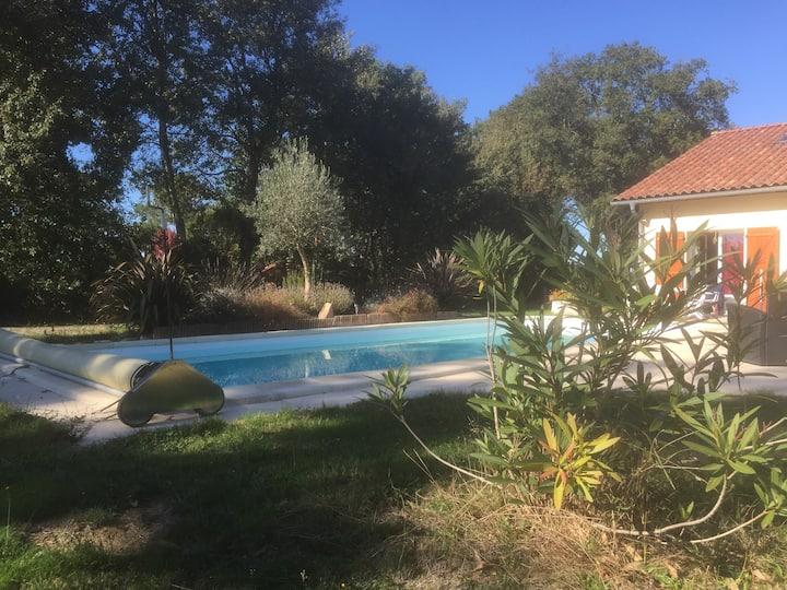 belle maison , à la campagne-  piscine privative