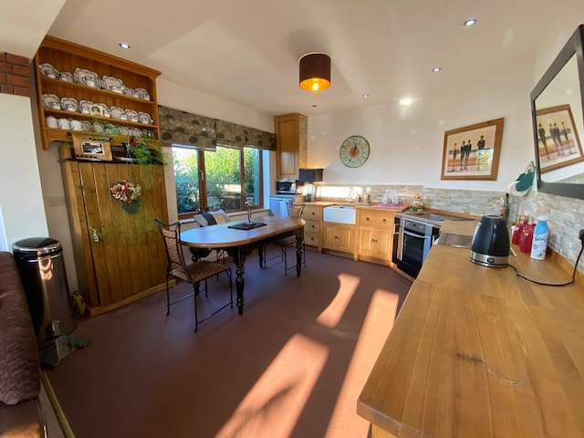 Stunning Semi-rural Primrose Lodge Tamworth