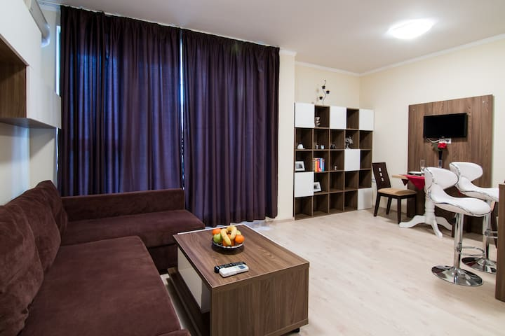 *Super Central 2 Bed Ace Apartment* - Burgas - Leilighet