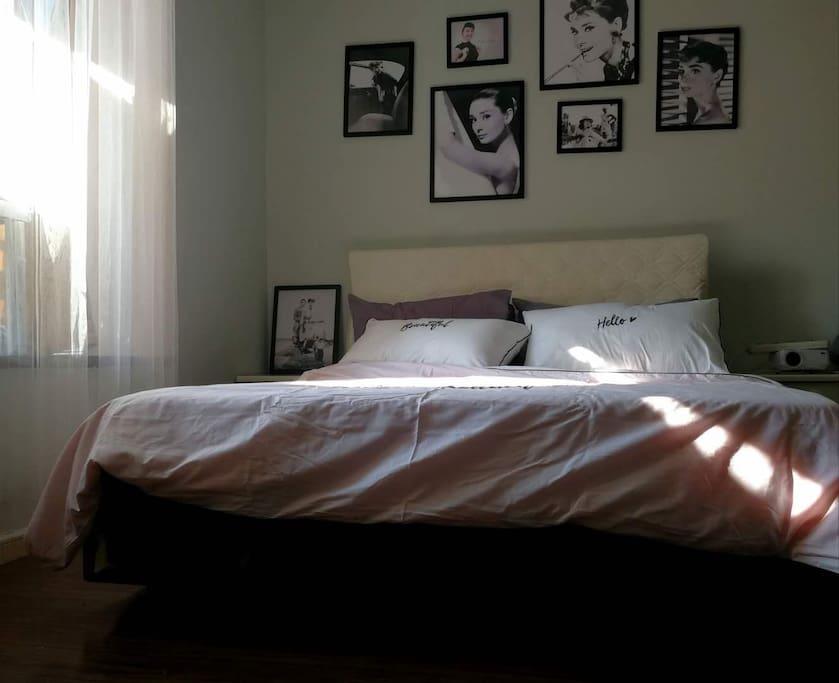 干净柔软的床品,散发着阳光的味道