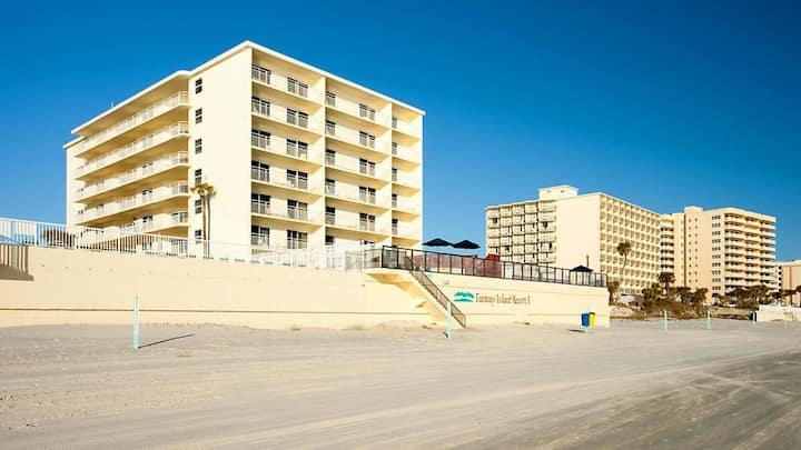 Two Bedroom Condo, Daytona Beach Florida (A890)