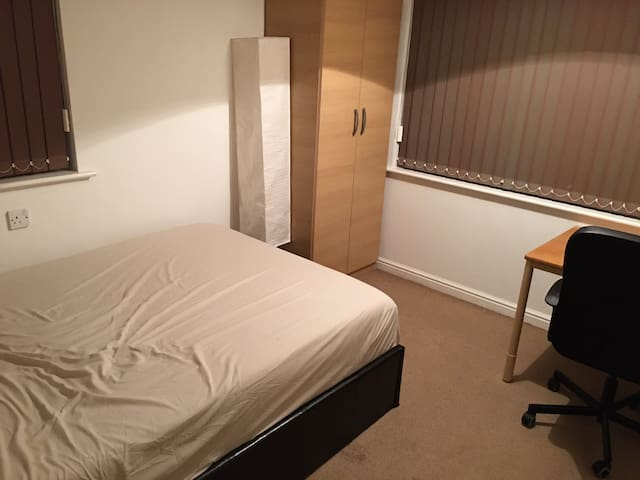 Room available close to uni