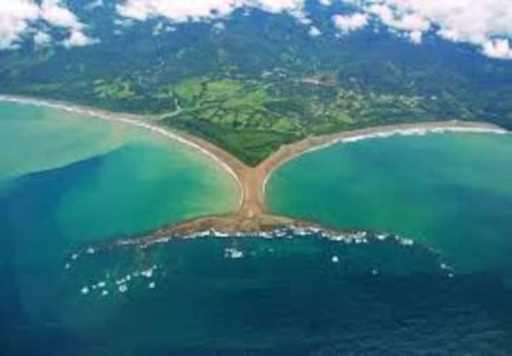 Safe, clean & quiet- easy 15 min walk to the beach