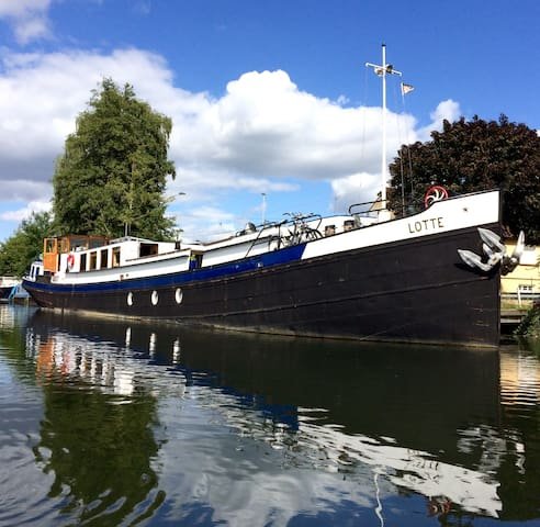 Stay aboard the 1927 Dutch Barge 'Lotte'