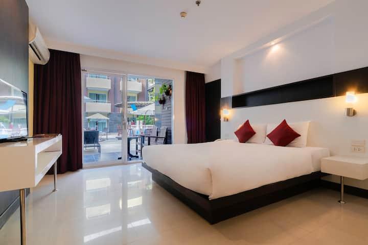 Baron Beach Hotel (Deluxe Pool Access) - Pattaya