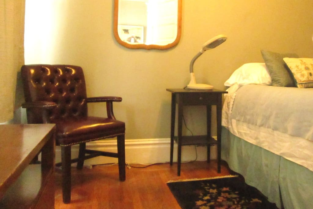 Same guest room with different lighting. Comfortable queen bed.