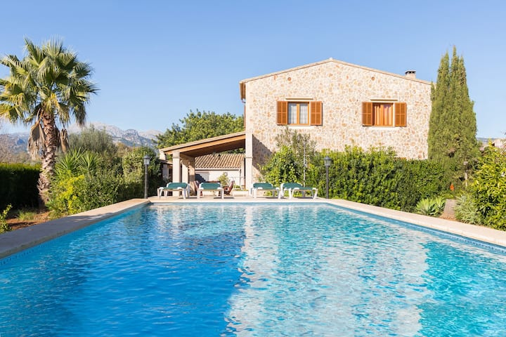 Lovely finca with pool and garden in Campanet.