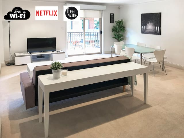 Entire Apt Adelaide's iconic East End+WIFI&Netflix