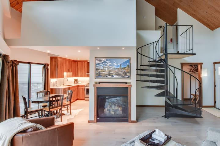 Tahoe Keys Contemporary- steps from community indoor pool