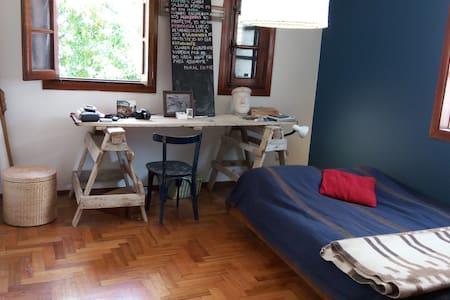 Habitación privada en una cómoda casa en V Urquiza - Буэнос-Айрес