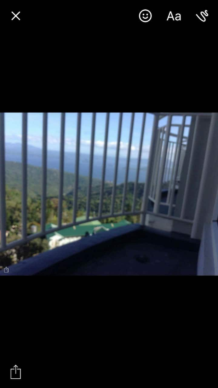 Overlooking Tagaytay unit 4rent