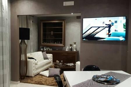 Accogliente trilocale con posti aut - Gravina di Catania - Apartamento