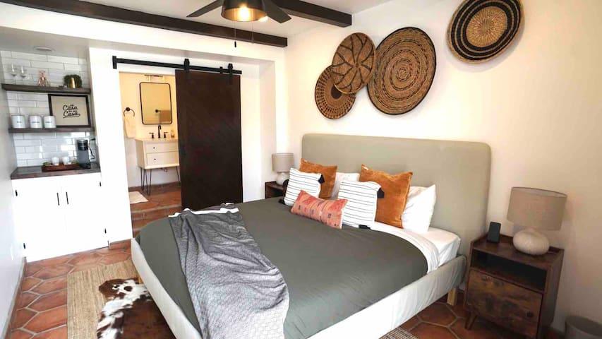 *BEACHFRONT* Brand New Private Guest Suite