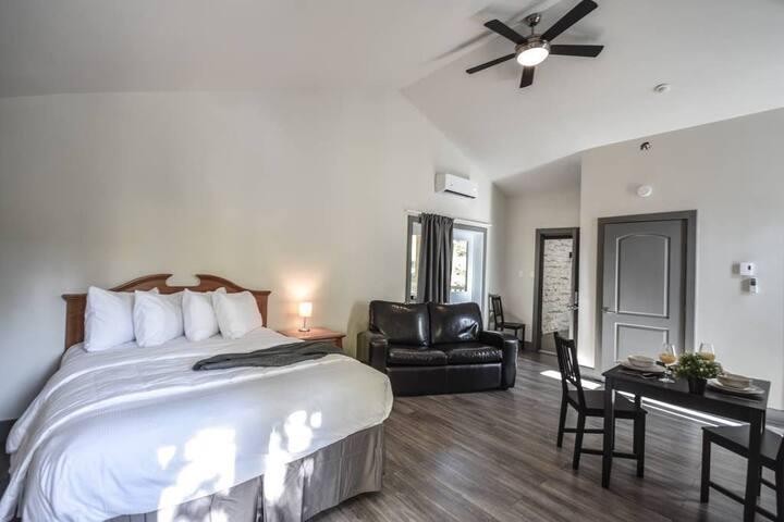 Suite 20 · PRIVATE SUITE Oberge'Inn - Laurentian getaway