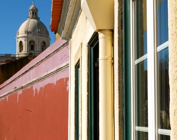 Vintage Loft 80 m2 Sunny, Restored, Next to Alfama