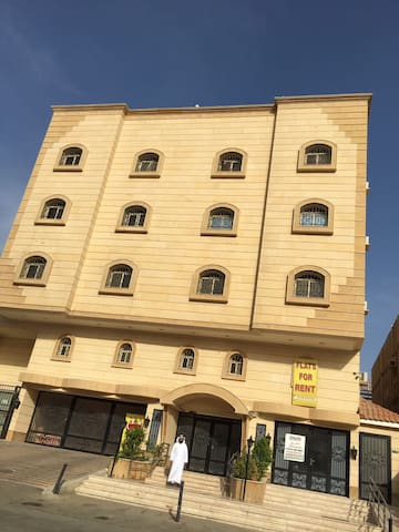 Top floor apartment with roof space ٠٥٦٣٤٠٠١٠٠