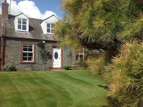 Ferngrove Kirk View , Self Catering Cottage.