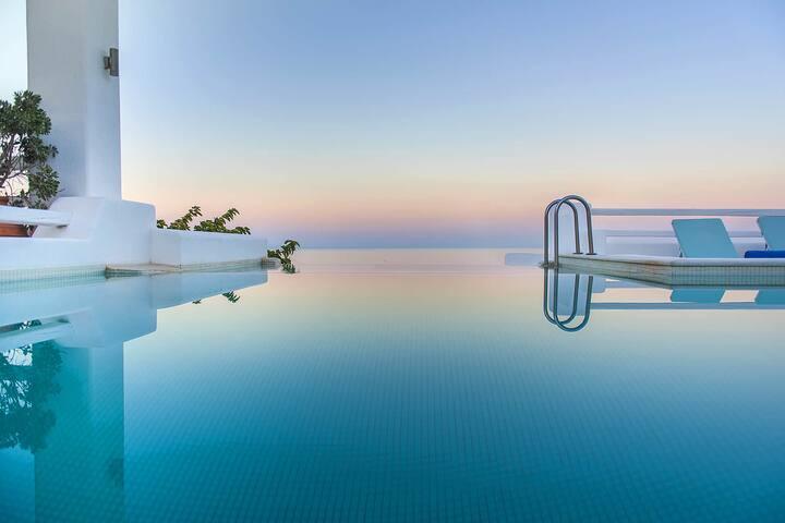 Villa Tramountana in Santorini