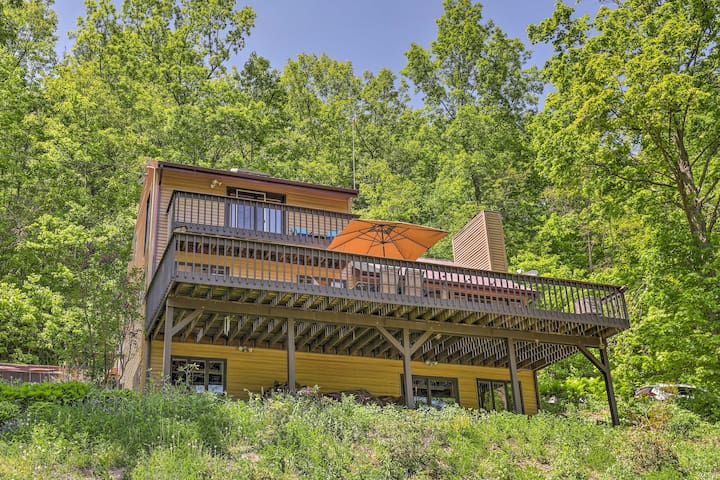 Naples House w/Hot Tub & Deck - Near Finger Lakes!