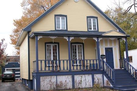 Maison ancestrale près de Montréal - Longueuil - Casa